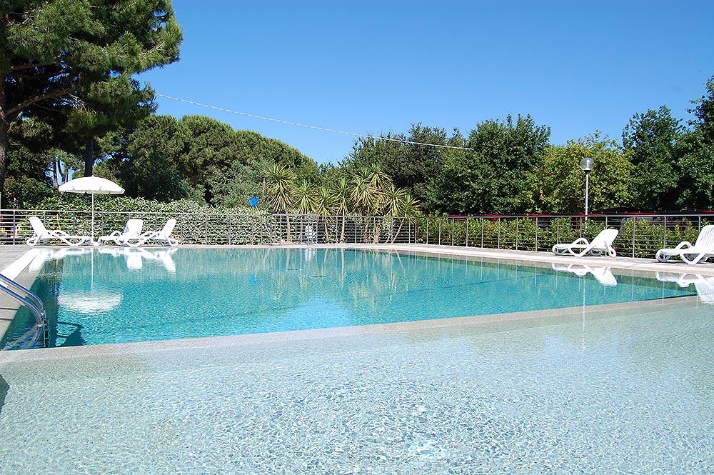 piscina-agricampeggio.jpg